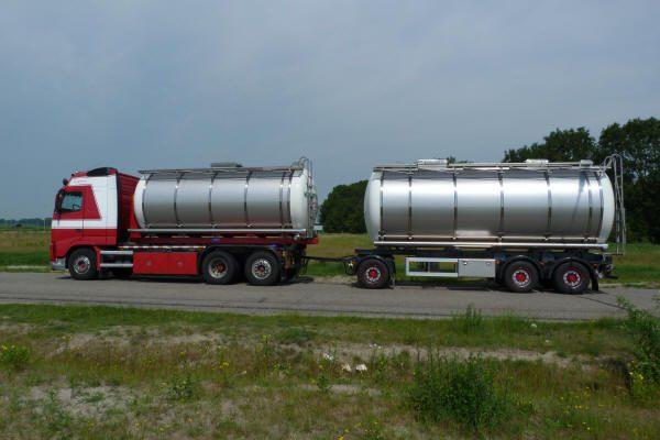 Tankcontainer met weegsysteem en kieper